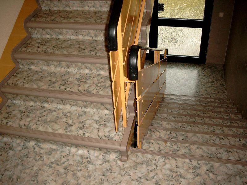 Treppenhaus mehrfamilienhaus gestalten  Treppengestaltung · F.A.S. Fussbodenverlegung André Schöttler ...