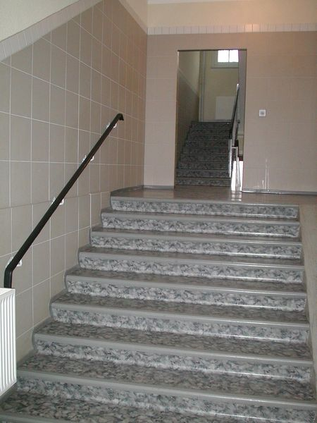 Treppenhaus mehrfamilienhaus gestalten  Treppengestaltung · F.A.S. Fussbodenverlegung André Schöttler · www ...